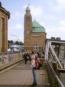 Am St. Pauli Elbtunnel und den Landungsbrücken 6 + 7