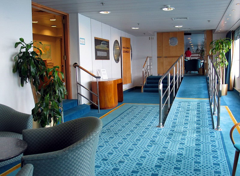 Photo qe2 212 copy qe2 interior photos album magwa photo and video sharing for Queen elizabeth 2 ship interior