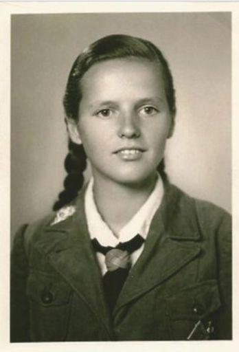 BDM girl wearing a metal edelweiss.