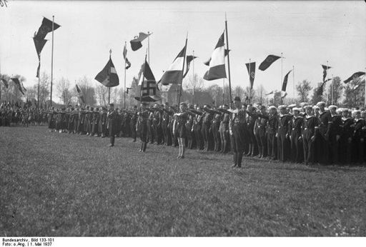 May 1 1937 BDM HJ in Worms present Hitler Salute