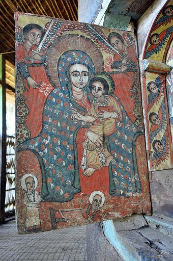 Okiennica w klasztorze na Jeziorze Tana