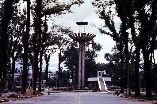 36-Saigon Fountain-3