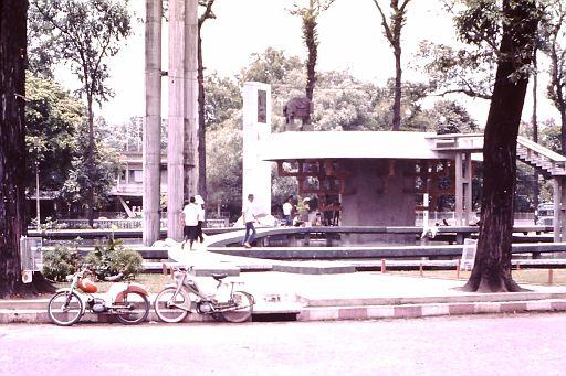 38-Saigon Fountain-1