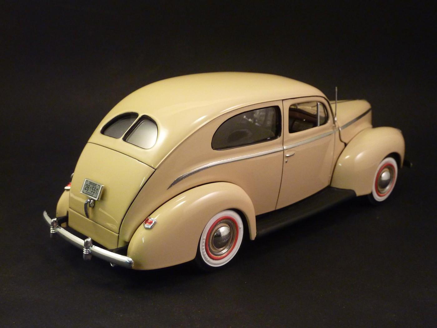 Ford Tudor Sedan 1940 restaurée  Photo9-vi